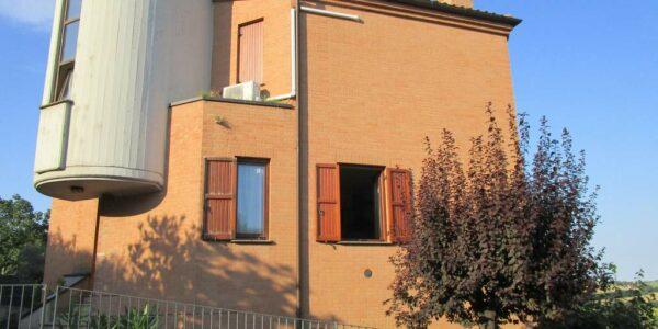 villa-singola-con-giardino-in-vendita-urbisaglia-agenzia-immobiliare-serini-macerata
